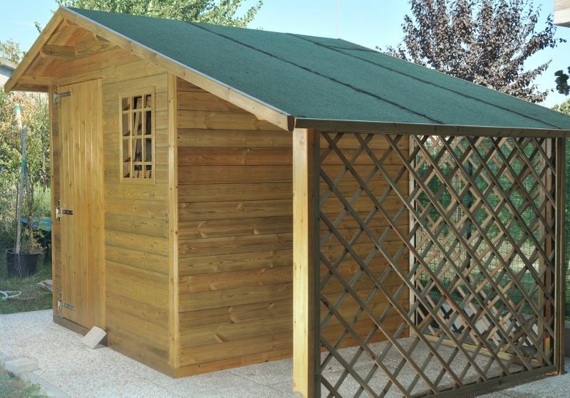 Casetta con legnaia crocco profili in legno for Casette di legno di 4 camere da letto in vendita