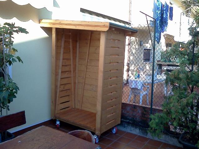 Porta legna crocco profili in legno for Porta legna da esterno